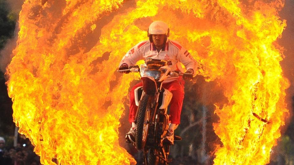A member of the motorcycle daredevil team rides through rings of fire ahead of the festival. Besides interactions with veterans, the festival has a book exhibition, handicrafts stalls, armament displays, a live painting corner and magic shows for children including a performance by Punjabi Sufi singer Satinder Sartaaj at the Capitol Complex. (Anil Dayal / HT Photo)