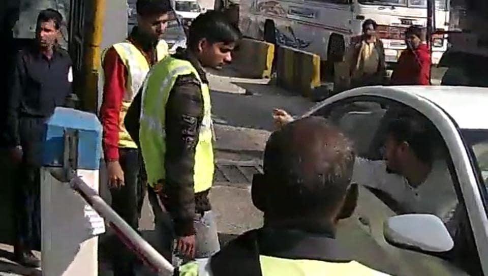 kherki daula toll,woman staff molested at kherki toll.