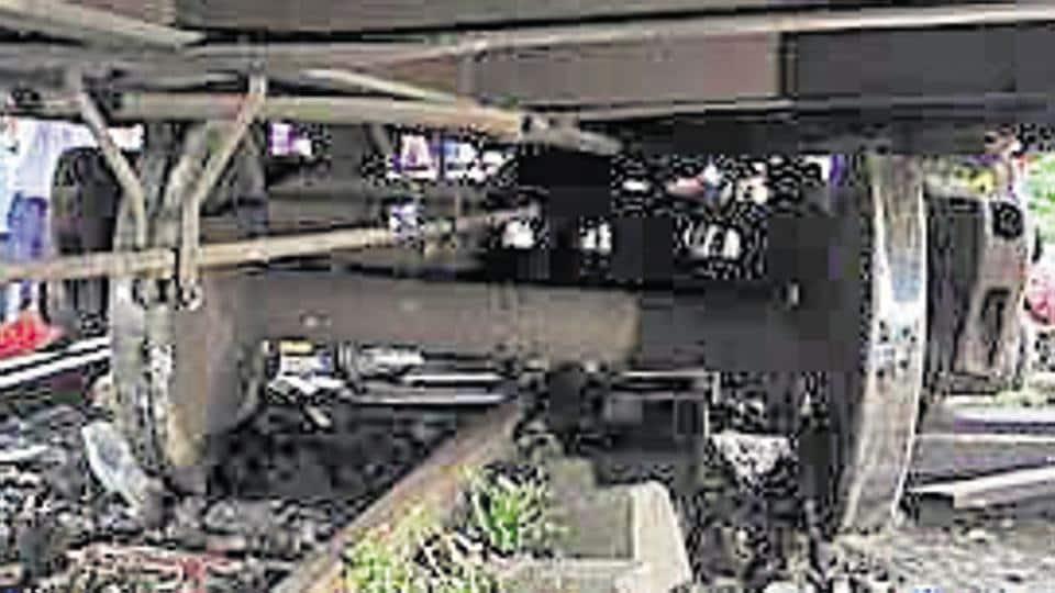 Mumbai,derailment,trash on tracks