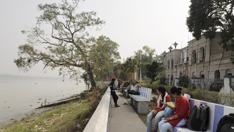 From the white colonnaded verandah of the Denmark Tavern in Serampore, the panorama is serene: a placid river Hooghly flows next to the late 18th century building, towards its final resting place, the Bay of Bengal. (Samir Jana / HT Photo)