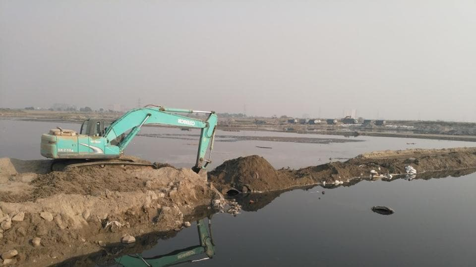 The searches took place at mining sites in Tilwada, Aurangabad and Kondli.