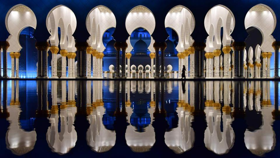 A visitor is seen walking in the courtyard of the Sheikh Zayed Grand Mosque in the UAE capital Abu Dhabi. (Giuseppe Cacase / AFP)