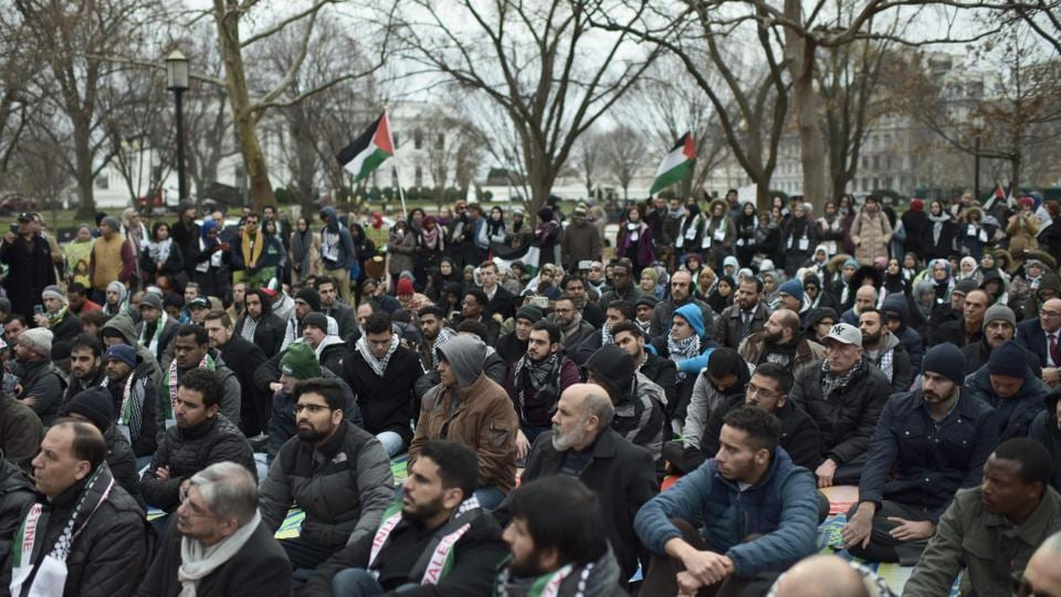 Muslim worshippers gather in front of the White House for the Friday prayer on December 08, 2017 in Washington DC to protest the decision of US President Donald Trump to recognise Jerusalem as the capital of Israel.