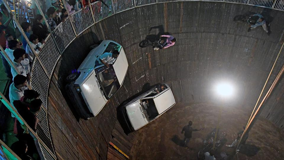 Every night, stunts are performed inside the Wall of Death. (Shashi S Kashyap/HT PHOTO)