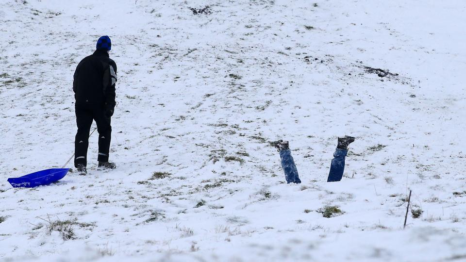 Families took to the hills with sledges near Edale in Derbyshire, England on December 10, 2017. Heavy snow fell across northern and central parts of England and Wales causing traffic disruption, blocked roads and the grounding of flights at Birmingham airport. (Lindsey Parnaby / AFP)
