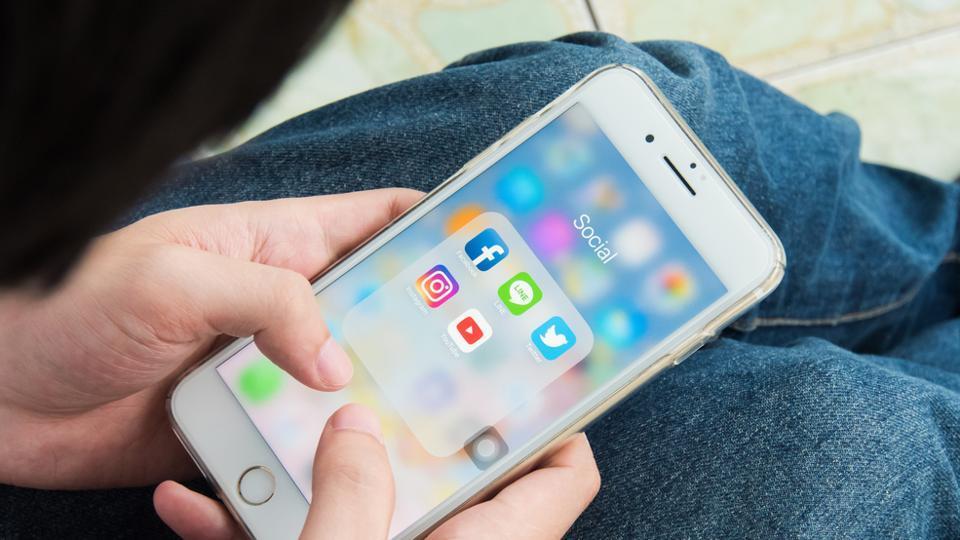 Social Media,Sharing On Social Media,Facebook
