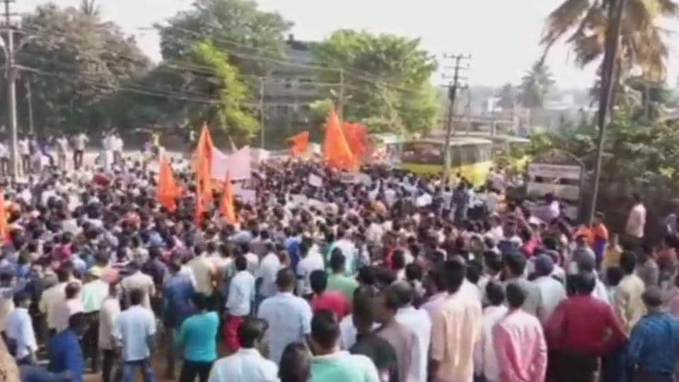 VHP and other Hindu groups stage a protest in Karnataka's Sirsi over youth activist's mysterious murder, on Tuesday.