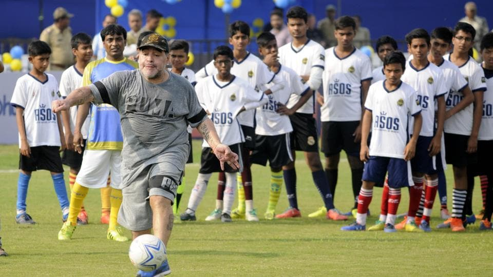 Diego Maradona thrilled school children in Kolkata on Tuesday with his soccer skills during his three-day visit to India.