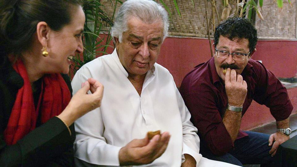 Sanjna Kapoor with her father, the late Shashi Kapoor and brother Kunal Kapoor (right) at the Prithvi Cafe in Mumbai. Prithvi Theatre was founded by Shashi Kapoor and his wife Jennifer Kapoor in 1978. After their mother's death, Sanjna and Kunal built on their parents' work with performance calendars, associations and sponsorships. (Vijayanand Gupta / HT Photo)
