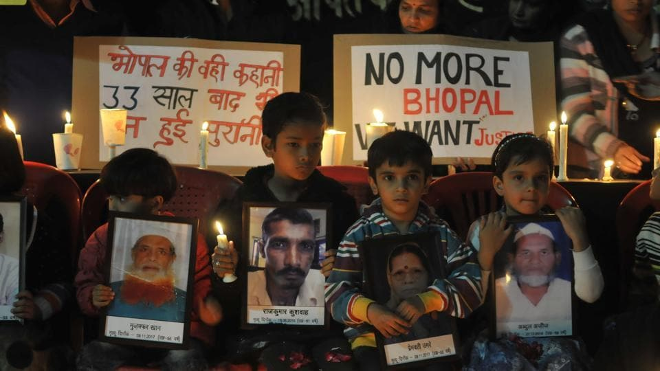Bhopal gas tragedy survivors and others paying tribute to the victims of one of the world`s biggest Industrial disasters at Iqbal Maidan on the 33rd anniversary of the tragedy in Bhopal on 2 December, 2017