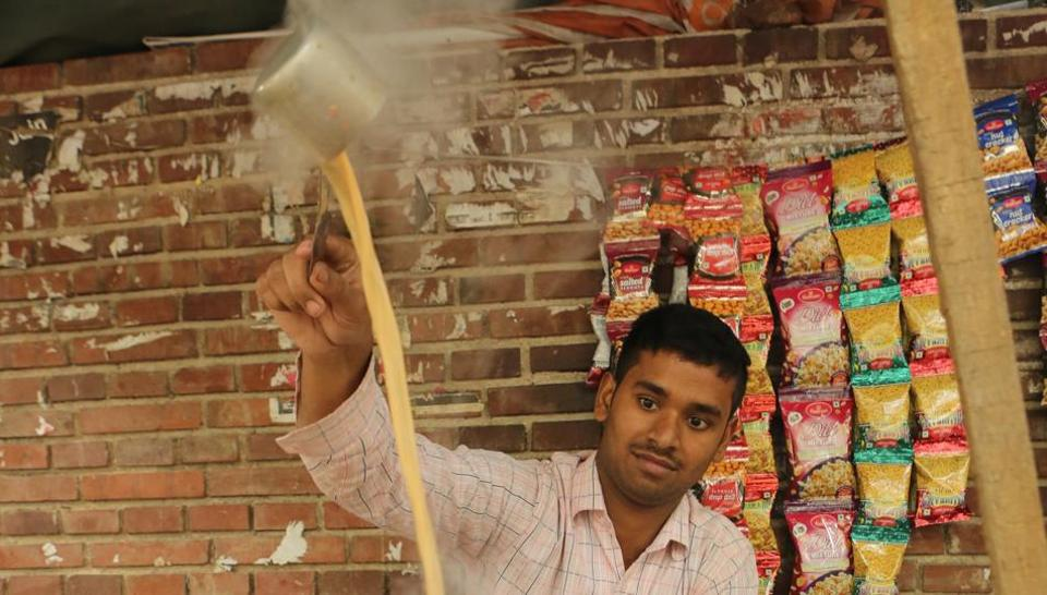 A tea seller in DU's North Campus makes tea quite skilfully.