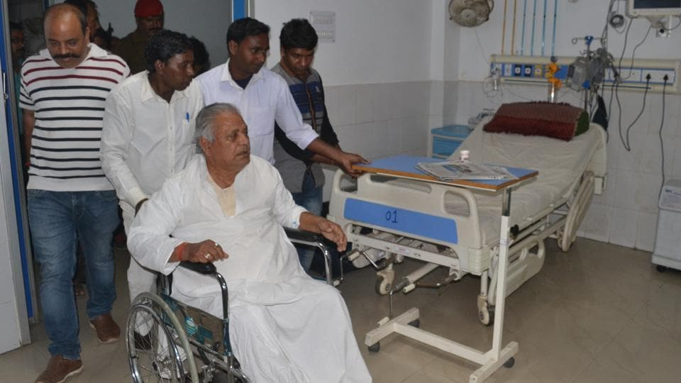 BJP leader  Samresh Singh, who sneaked out of a Dhanbad hospital where he was taken from  jail custody,  is seen returning to the hospital on a wheelchair.