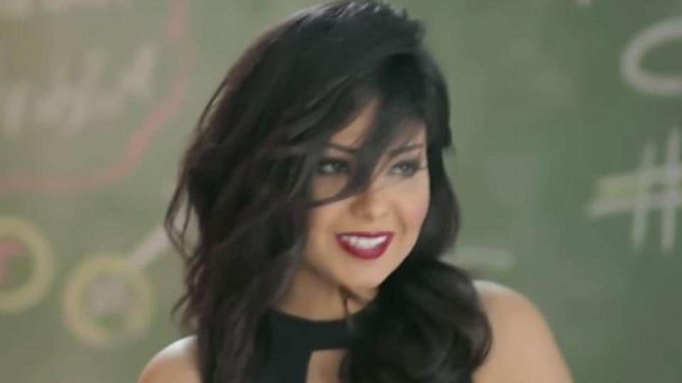 A screengrab from the music video I Have Issues by Egyptian singer Shyma.