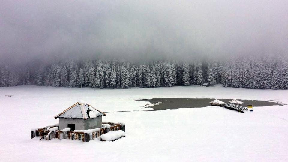 The season's first snowfall left a pristine sheen over Khajjiar in Chamba district, Himachal Pradesh. Even as snow eluded Himachal Pradesh's capital Shimla on Tuesday, the picturesque tourist town of Manali experienced mild snow. (HT Photo)