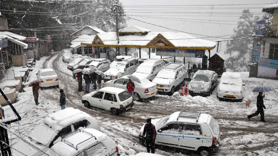 Vehicles were stuck in Chamba district of Himachal Pradesh after the snowfall on Tuesday. The rain and snowfall disrupted normal life and about 20 roads including link roads were closed in Rohroo and Rampur areas in Shimla district. (HT Photo)