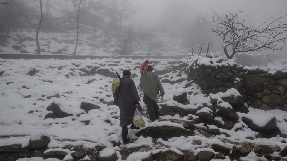 Snowfall disrupts life in Kashmir Valley