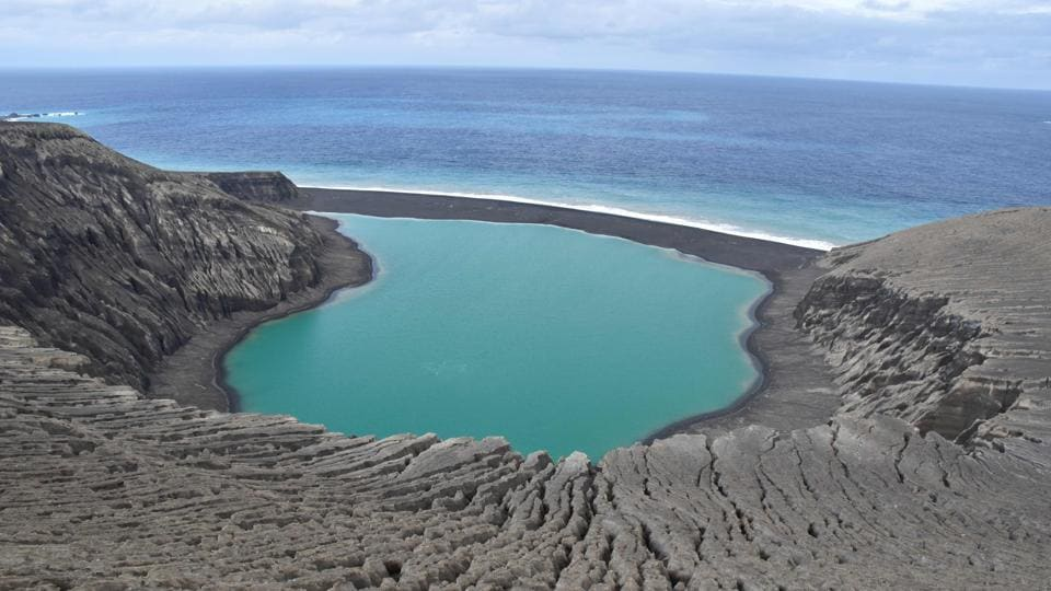 Birth of new island could help search for life on Mars