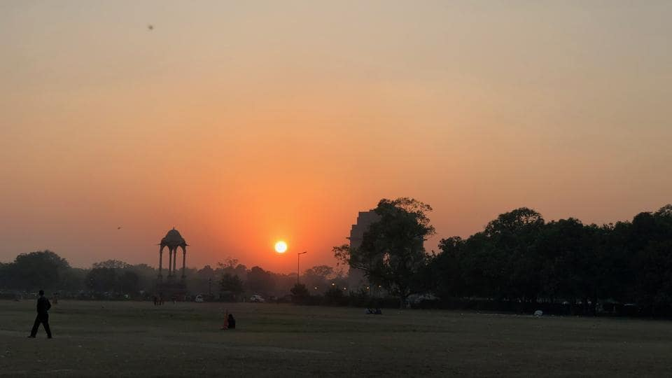At India Gate grounds you can watch the perfect sunset.