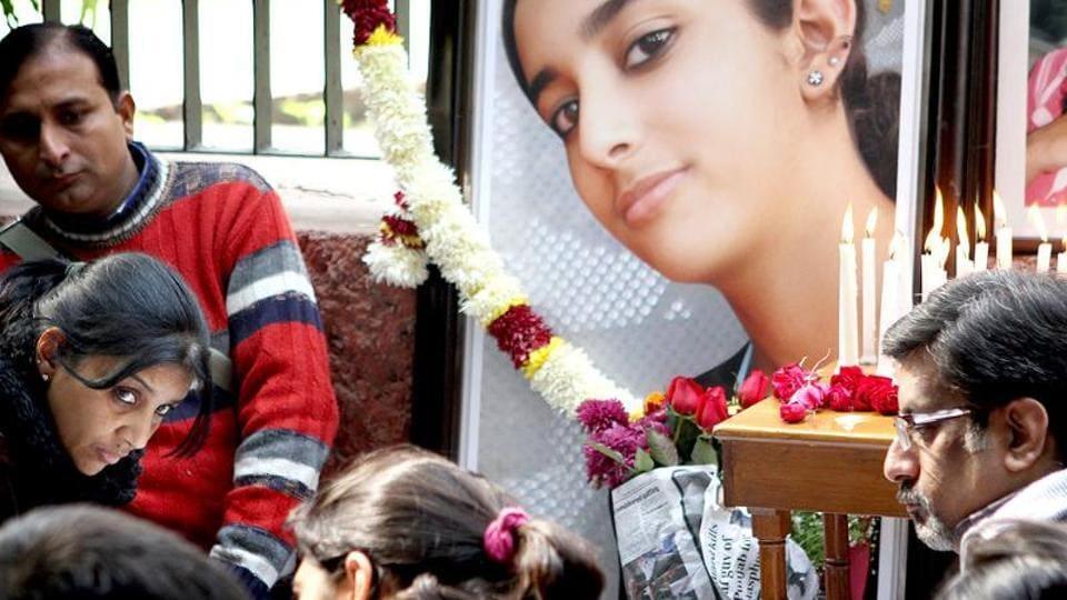 Rajesh and Nupur Talwar pay their respects to Aarushi at Jantar Mantar in New Delhi.
