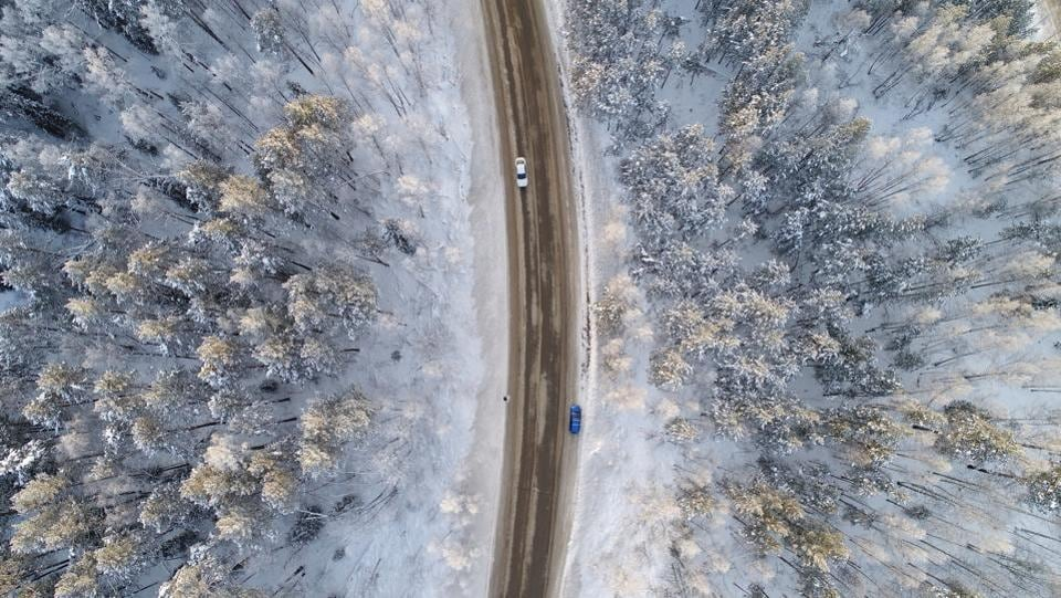 An aerial view shows a road on the banks of the Yenisei River, in air temperatures of about minus 17 degrees Celsius, Russia on December 10, 2017. (Ilya Naymushin / REUTERS)