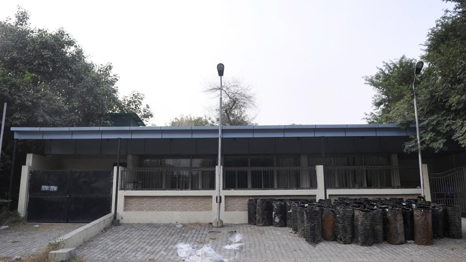 Noida Authority has invited bids for the renovation of a public building in Sector 36, Noida, which will be handed over to the UP Police for setting up the cyber police station.