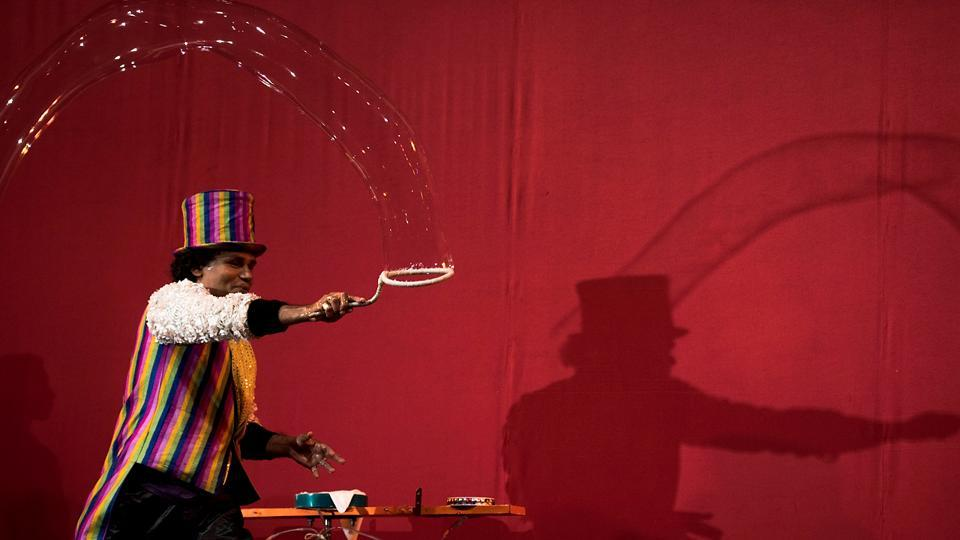 Magician Anil Kumar performs tricks at Jaddu Utsav, held on December 15 at Kashinath Ghanekar Auditorium, Thane. Around 250 magicians from across the country as well as overseas took part in the convention. (Pratik Chorge/HT PHOTO)