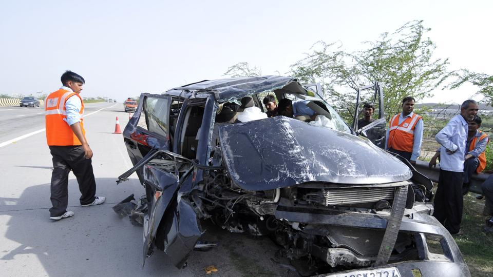 Noida,accident,GB Nagar