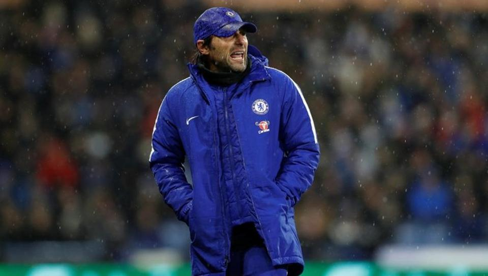"""We must try to find the right solution to contend the title, to try to fight them (Manchester City)"", believes Chelsea manager Antonio Conte."