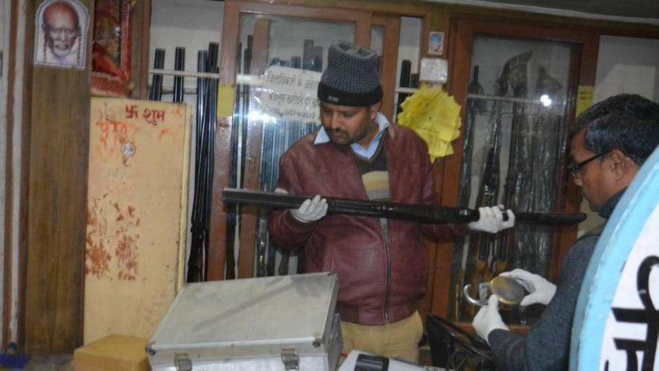 The gang stole pistols, revolvers, rifles and double-barrel guns from an Uttar Pradesh shop, which had a government contract to collect firearms from people before elections.