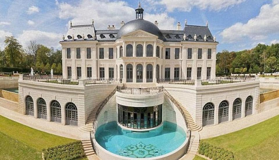 Fortune magazine reported at the time of the 2015 sale that the Chateau Louis XIV -- which has fountains that can be controlled by iPhone -- had smashed records to become the world's priciest home.