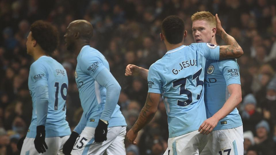 Manchester City's Belgian midfielder Kevin De Bruyne (R) pulled the strings as the league leaders thrashed Tottenham Hotspur 4-1.