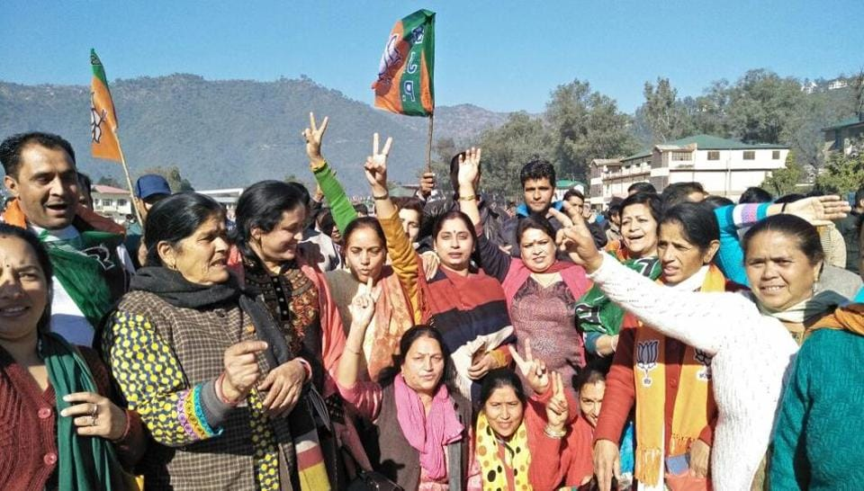 BJP supporters in a jubilant mood in Mandi. (Birbal Sharma/HT)