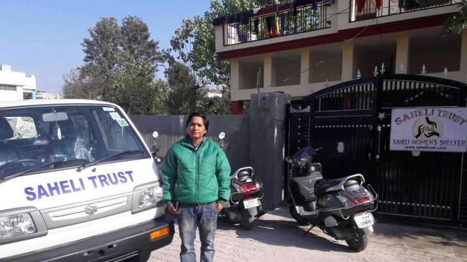 Uttarakhand news,Female cab driver,Driving lessons