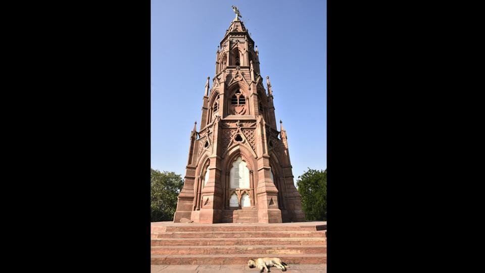 Swapna Liddle also counts monuments such as the Mutiny Memorial, a couple of kilometers from the Khooni Khan Jheel, among places which are yet to be tapped for tourism. This Gothic style sandstone pillar built in 1863 commemorating casualties of the 1857 war of independence was later renamed Ajitgarh in memory of martyrs of Indian freedom listed in the original plaque under 'enemy'. (Sanchit Khanna / HT Photo)