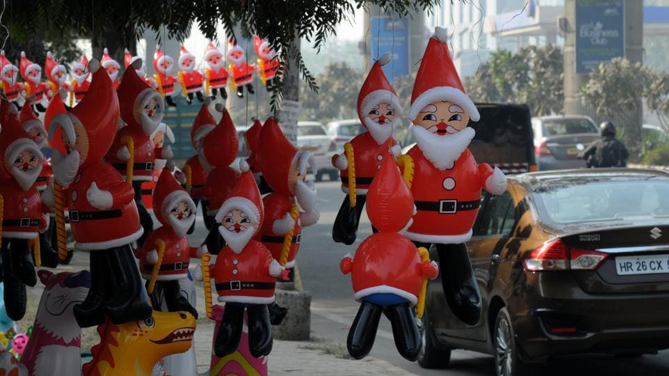 Santa Claus toys are sold by the roadside ahead of Christmas.