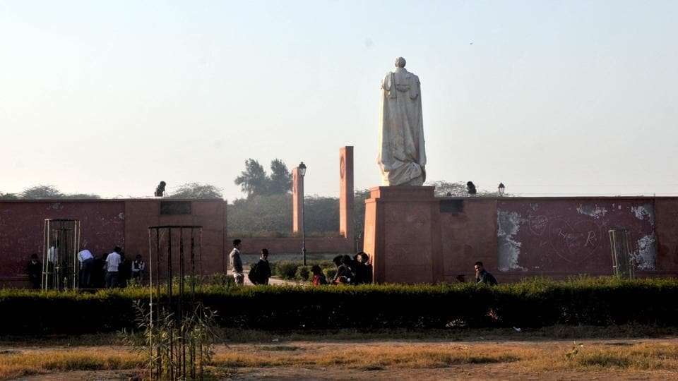 A view of Coronation Park with visitors near the statue of Charles, Baron Hardinge of Penshurst, Viceroy of India. The tourism department plans to finalise several themes, creating a tourist circuit, the first of which would tentatively be named Delhi in 1857 –first independence struggle and Heritage Havelis in Delhi. (Sanchit Khanna / HT Photo)