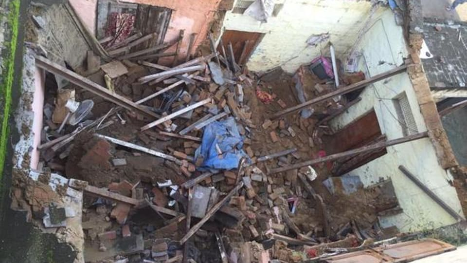 narrow escape,roof,roof collapse