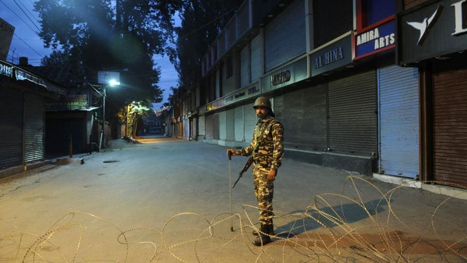 A paramilitary soldier stands guard during a curfew in Srinagar in August. (Waseem Andrabi / HT Photo)