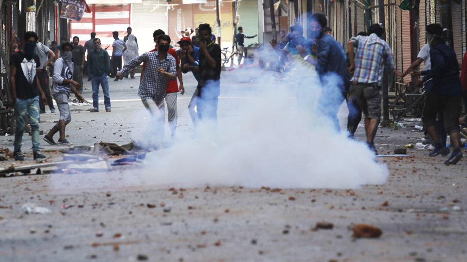Kashmiri protesters throw stones at police during clashes on July 10, 2016 in Srinagar. Security forces regarded Wani as the brains behind several attacks on them while Wani himself had threatened to target them. (Waseem Andrabi / HT Photo)
