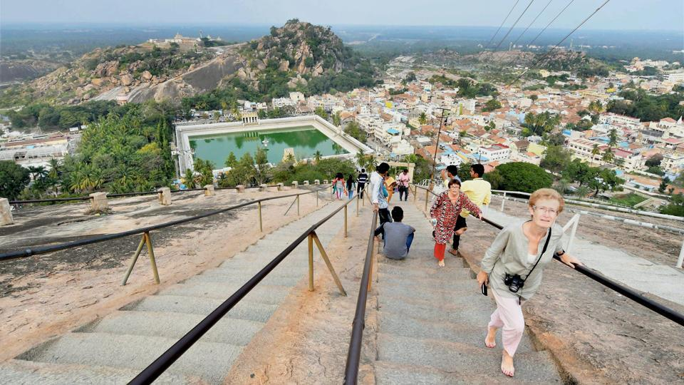 Tourists at the Gomateshwara statue site. The Mahamastakabhisheka of the Jain deity expects to draw as many as 2 million visitors from across the world to witness this colourful spectacle in 2018. (PTI)