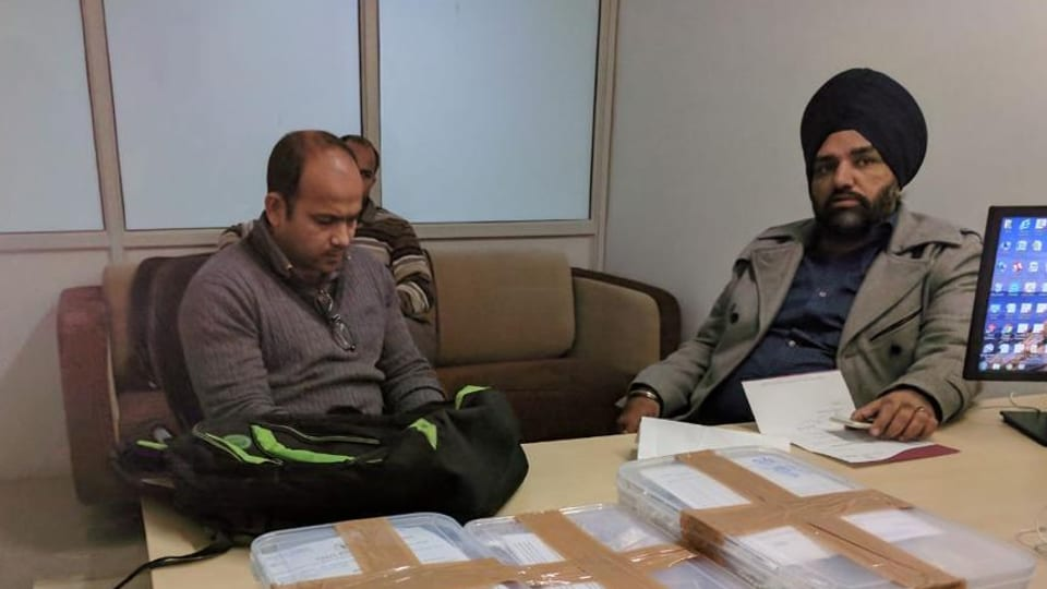 Accused Manish Bandi (left) in the police custody. He was carrying three jewellery boxes when he landed at the Chandigarh airport.