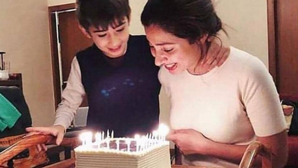 Mahira Khan celebrated her birthday with her Azlaan.