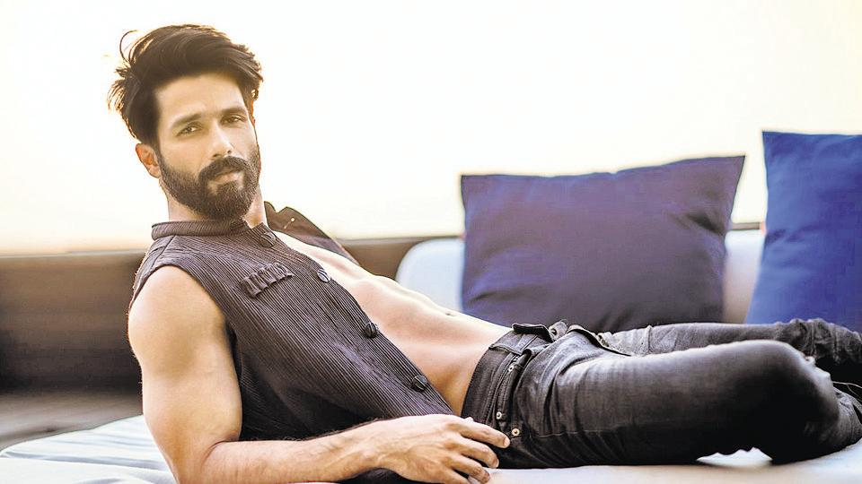 Shahid Kapoor and wife Mira Rajput were interviewed by actor Neha Dhupia.