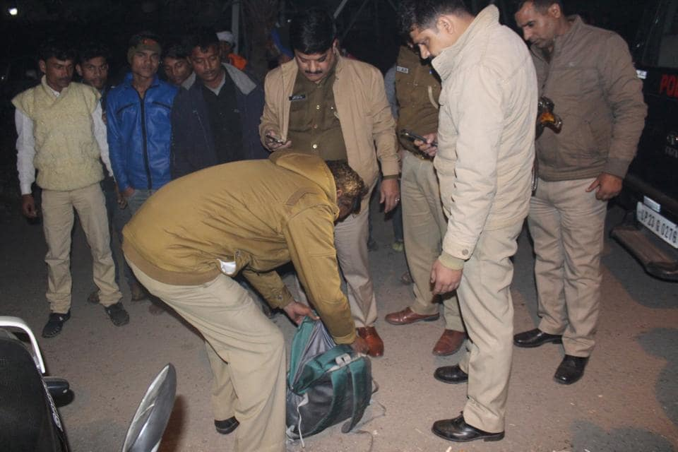The incident was apparently witnessed by several slum dwellers who reside near the location in Vasundhara's Sector-4 where the shooting happened.