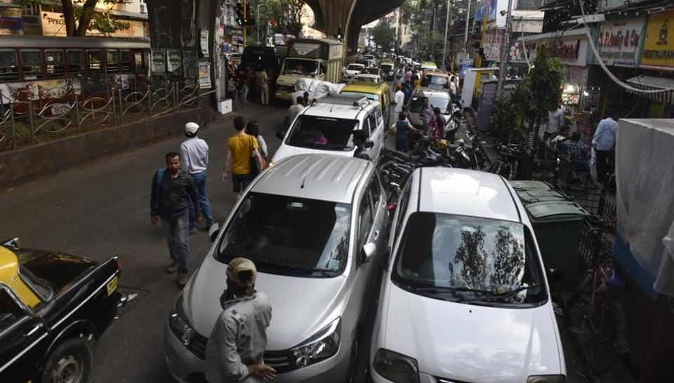 According to the traffic police, the entire stretch of Mohammed Ali Road is one the top ten congested routes in the city, especially during peak hours.