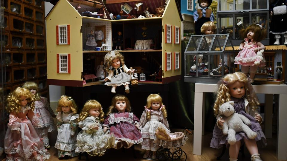 "Known as Hospital de Bonecas, this establishment was founded in 1830 and is one of the oldest doll hospitals still in operation. ""We have clients from all over the world and all ages. There are museums which ask us to restore pieces, also private collectors, but the vast majority of our clients are individuals -- people who are sentimentally attached"" to their dolls, says Manuela Cutileiro, 72, the hospital's owner. (Patricia De Melo Moreira / AFP)"