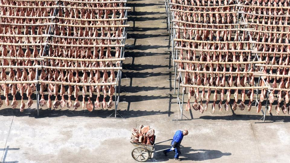 A worker pulls a cart filled with Jinhua ham at a ham-processing facility in Jinhua, Zhejiang province, China on December 18, 2017. (William Hong / REUTERS)
