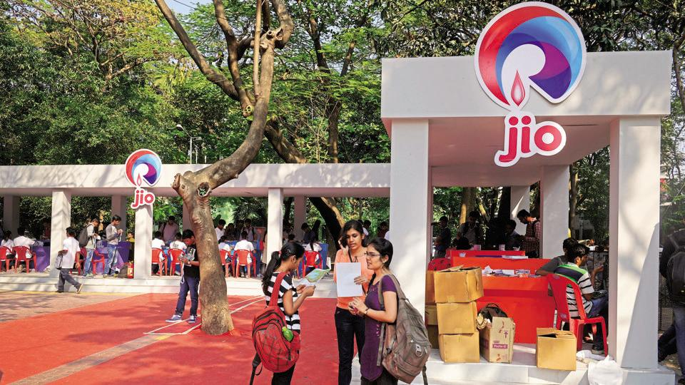 Reliance Jio launches Happy New Year 2018 plans high data benefits