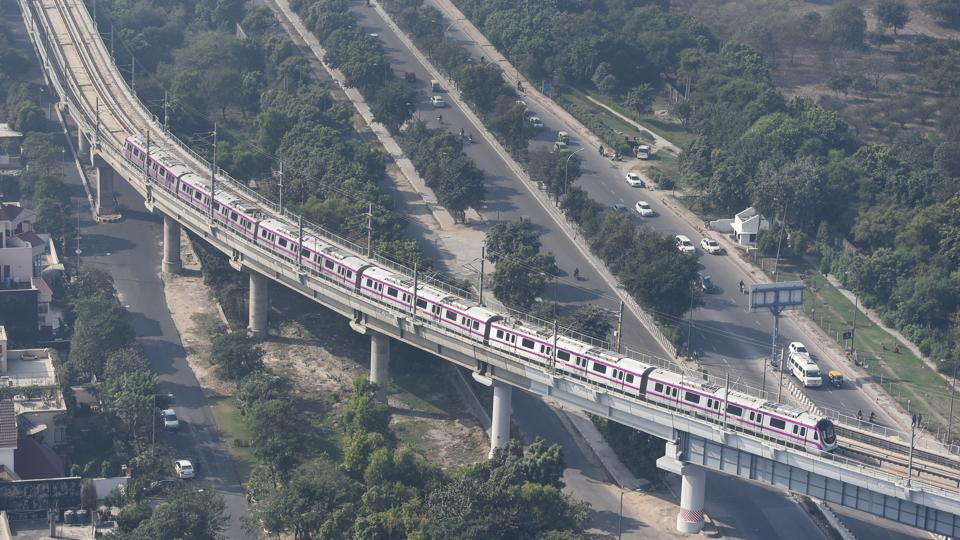 A bird's eye view of the Kalkaji Mandir-Botanical Garden metro stretch from Noida's Sector 37. Delhi Metro Rail Corporation (DMRC) on Friday organised a media tour of the line that is touted as a metro corridor with many firsts. Although the trains can run without a driver, people will have to wait for two more years before these trains run on auto mode. (Burhaan Kinu / HT PHOTO)