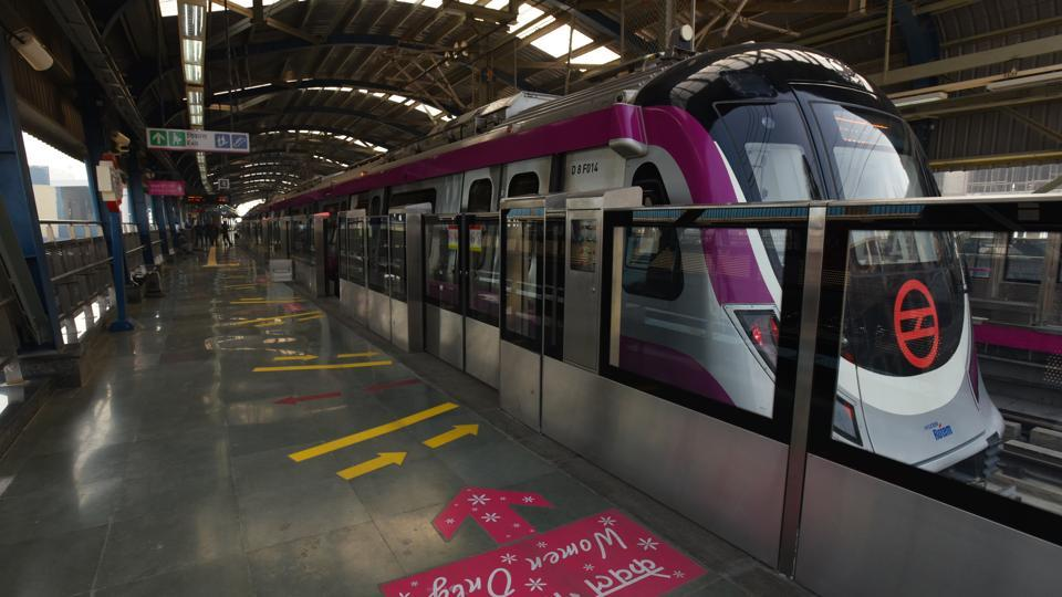 Delhi Metro Rail Corporation's Magenta Line, which will reduce the travel time between Noida and south Delhi to 19 minutes, is set to open for the public on December 25. Prime Minister Narendra Modi will inaugurate the Botanical Garden-Kalkaji Mandir section on the line that is eventually going to extend until Janakpuri. (Virendra Singh Gosain / HT PHOTO)